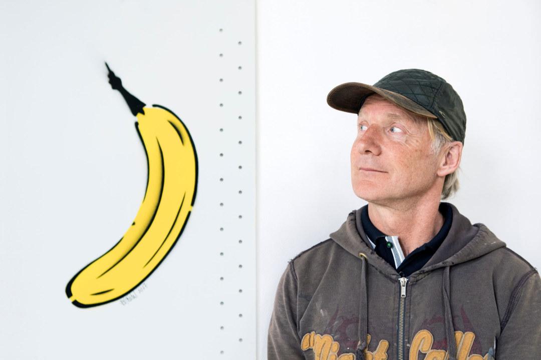 Der Kölner Graffitikünstler Thomas Baumgärten wird mit dem Sprühen von Bananen zur Legende.