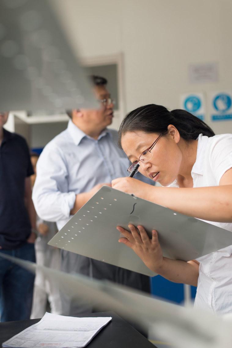 Auch in China wird bei der Qualitätskontrolle ganz genau hingeschaut.