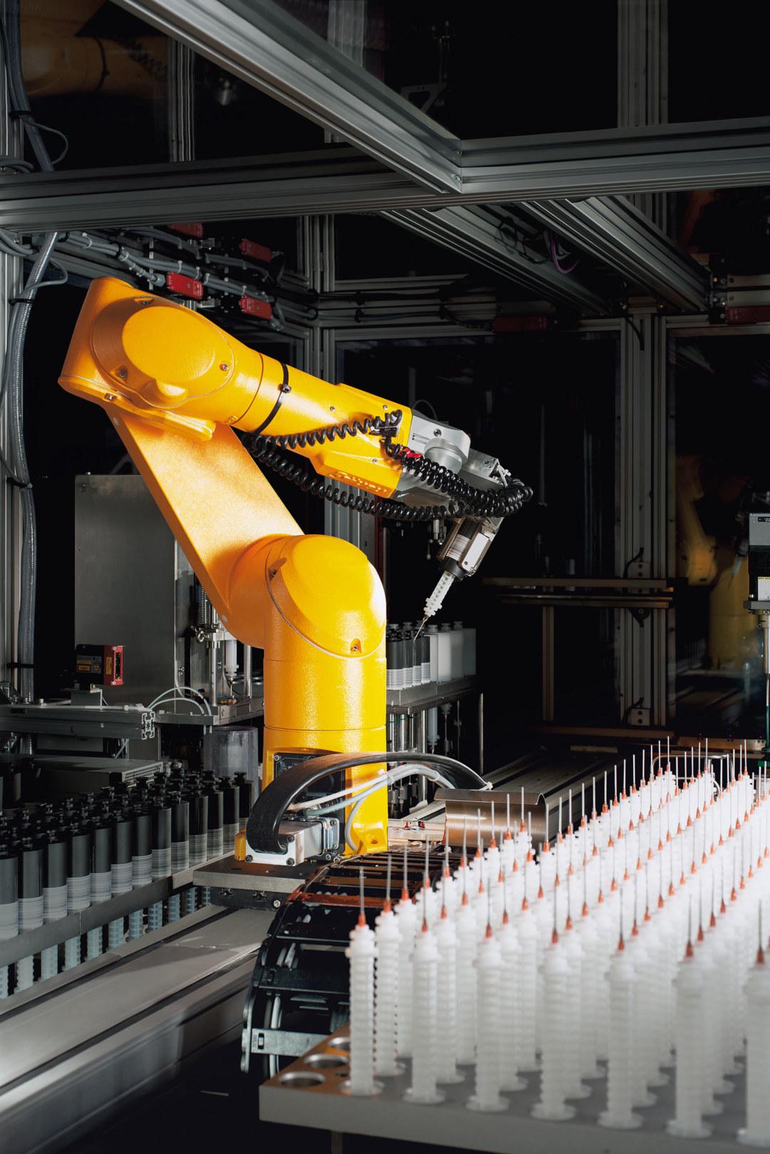 Hochdurchsatztechnik mit dem Laborroboter bei der Entwicklung von Flüssiglacken