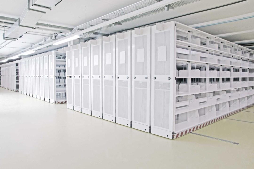 Pulverlackbeschichtung von Regalen in der Staatsbibliothek Berlin für Zambelli Metalltechnik
