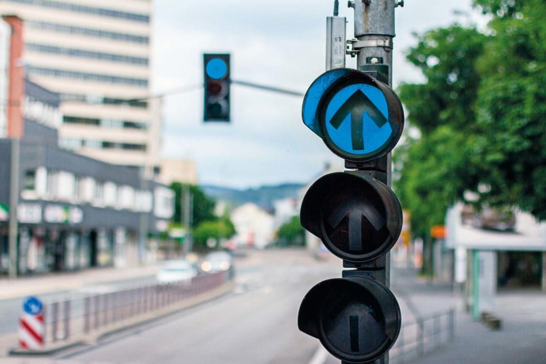 Blaues Licht für Autofahrer? Wenn die gelernten Farben der Ampel abweichen, kommt der Straßenverkehr ins Stocken. ©shutterstock